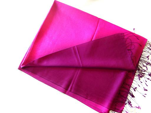 Wholesaler and Supplier of party wear silk scarf, Indian scarves, kashmiri silk scarves, embroidery silk scarves, silk jackets, Silk Stoles,